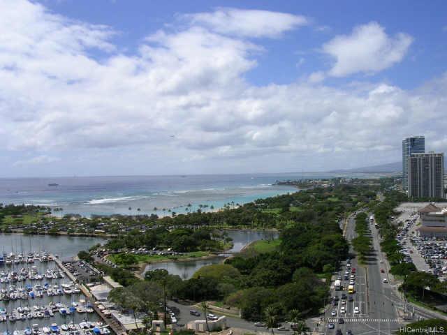 Yacht Harbor Towers condo # 2507, Honolulu, Hawaii - photo 4 of 10