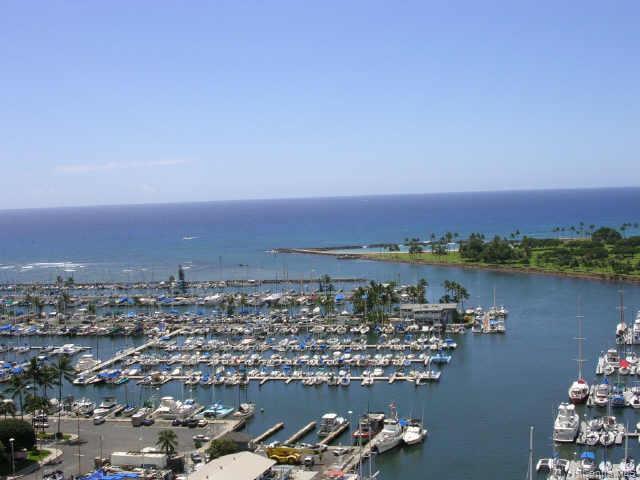 Yacht Harbor Towers condo # 2507, Honolulu, Hawaii - photo 5 of 10