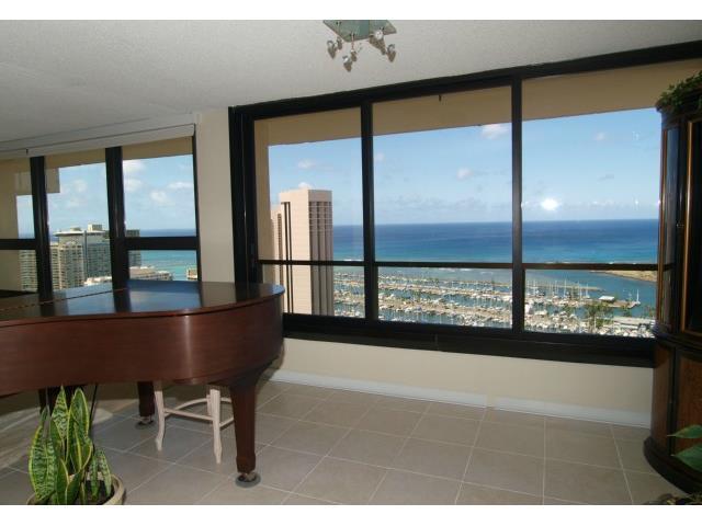 Yacht Harbor Towers condo # 3601, Honolulu, Hawaii - photo 4 of 18