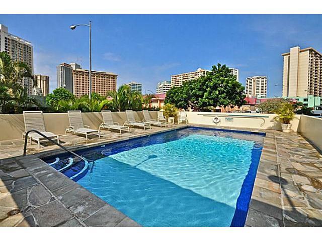 Holiday Manor condo #416, Honolulu, Hawaii - photo 1 of 16