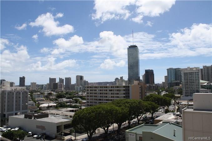 Holiday Manor condo #1013, Honolulu, Hawaii - photo 1 of 13