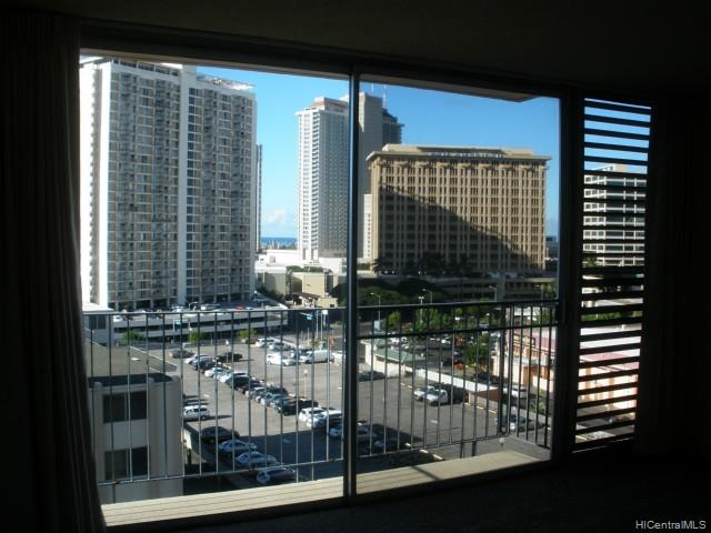 Holiday Manor condo #1015, Honolulu, Hawaii - photo 1 of 9