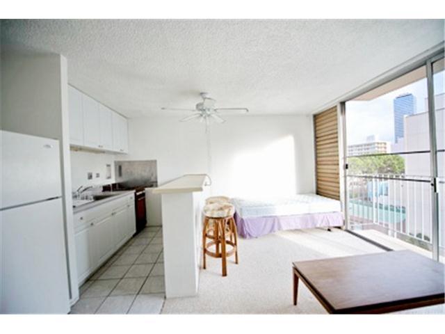 Holiday Manor condo #609, Honolulu, Hawaii - photo 1 of 5