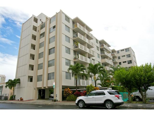 Holiday Terrace condo #506, Honolulu, Hawaii - photo 1 of 15