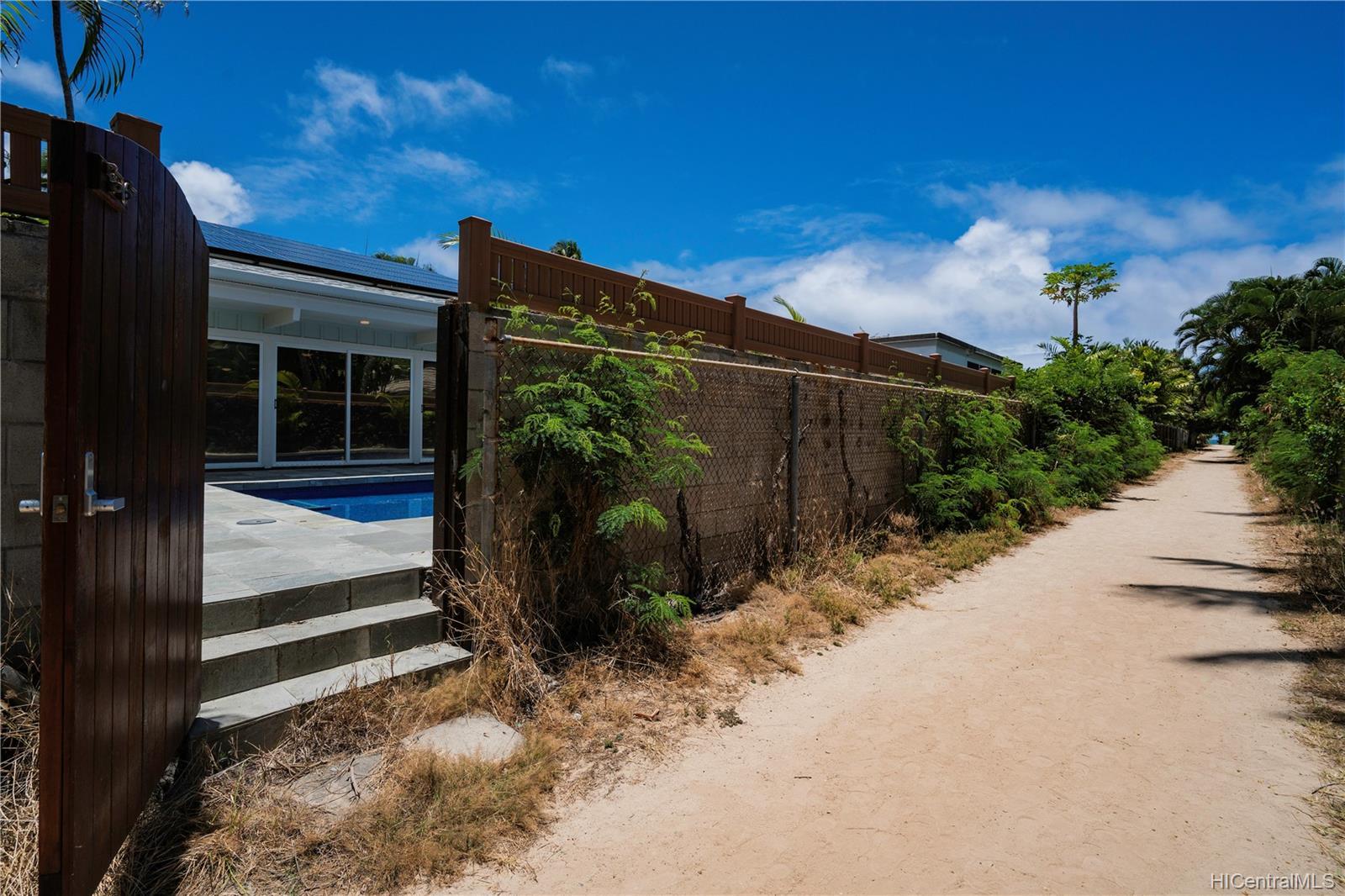 169  Kailuana Loop Beachside, Kailua home - photo 6 of 25