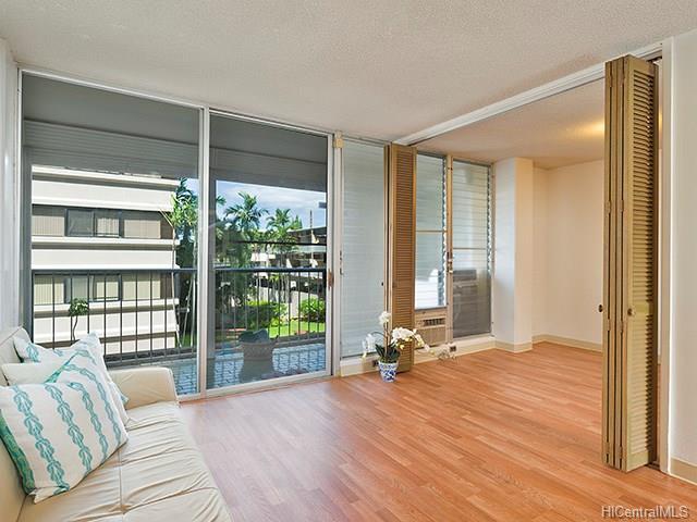 Mokulani Apts condo #206, Honolulu, Hawaii - photo 1 of 7