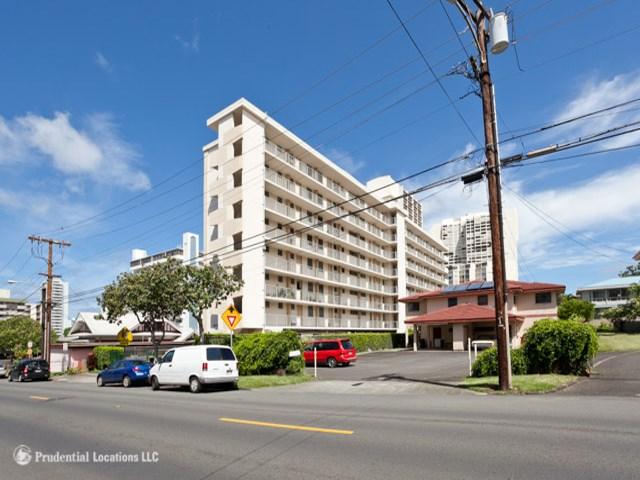 Mokulani Apts condo #405, Honolulu, Hawaii - photo 1 of 9