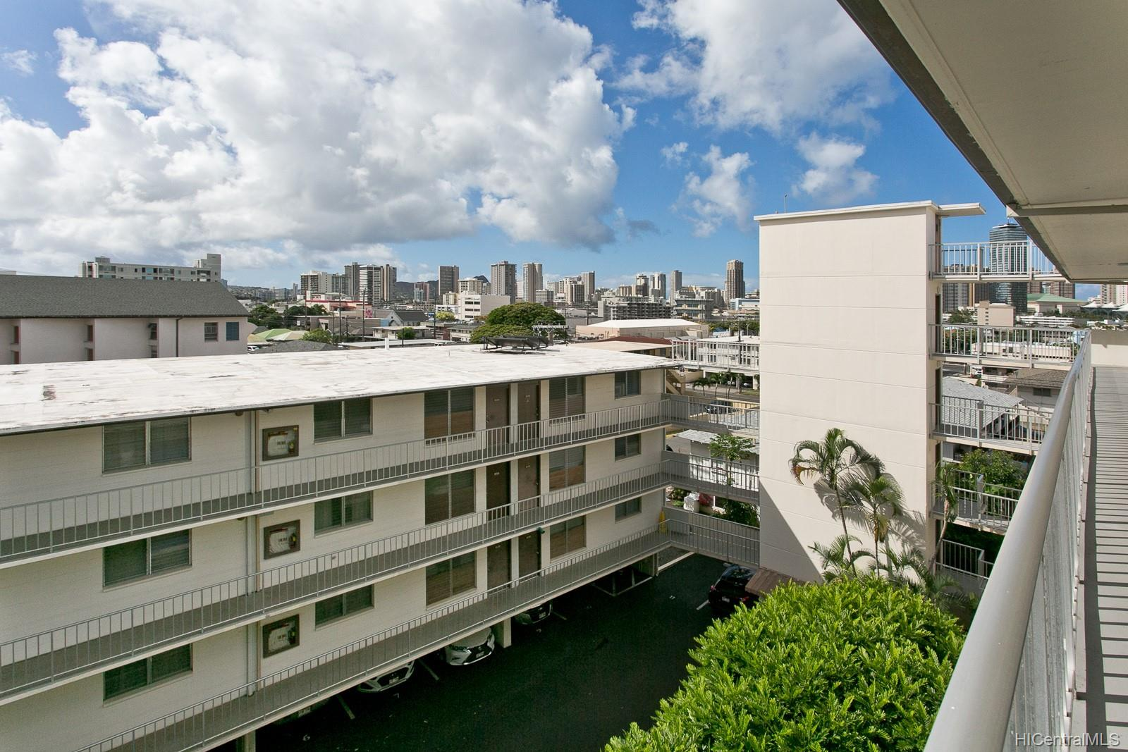 Union Plaza condo # 503B, Honolulu, Hawaii - photo 14 of 17