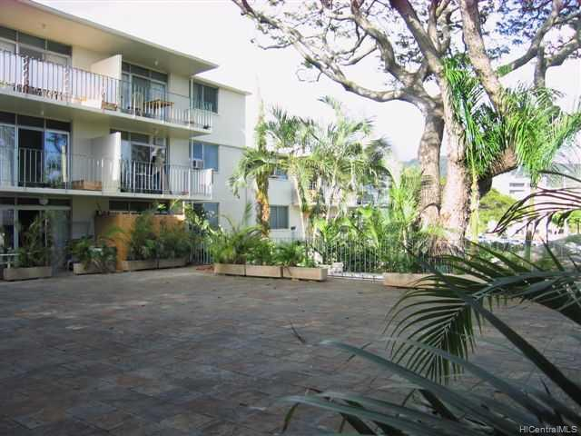 University Court Apts condo # 305, Honolulu, Hawaii - photo 2 of 10