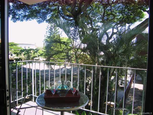 University Court Apts condo # 305, Honolulu, Hawaii - photo 5 of 10
