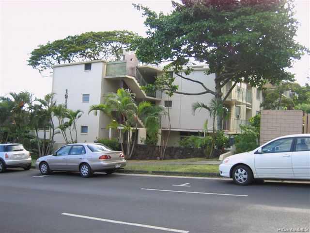 University Court Apts condo # 305, Honolulu, Hawaii - photo 6 of 10
