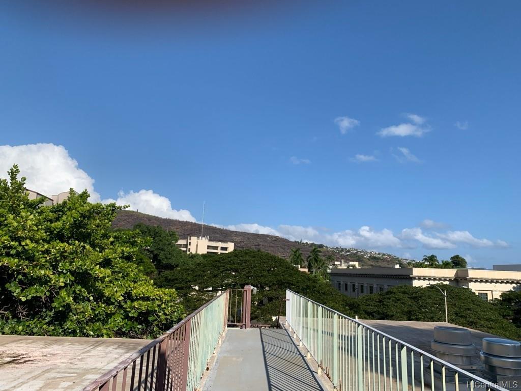 University Court Apts condo # 404, Honolulu, Hawaii - photo 18 of 20