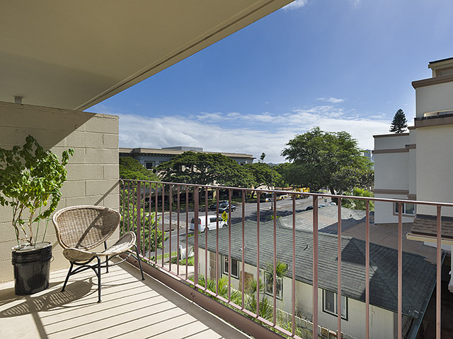 University Court Apts condo # 303, Honolulu, Hawaii - photo 1 of 6