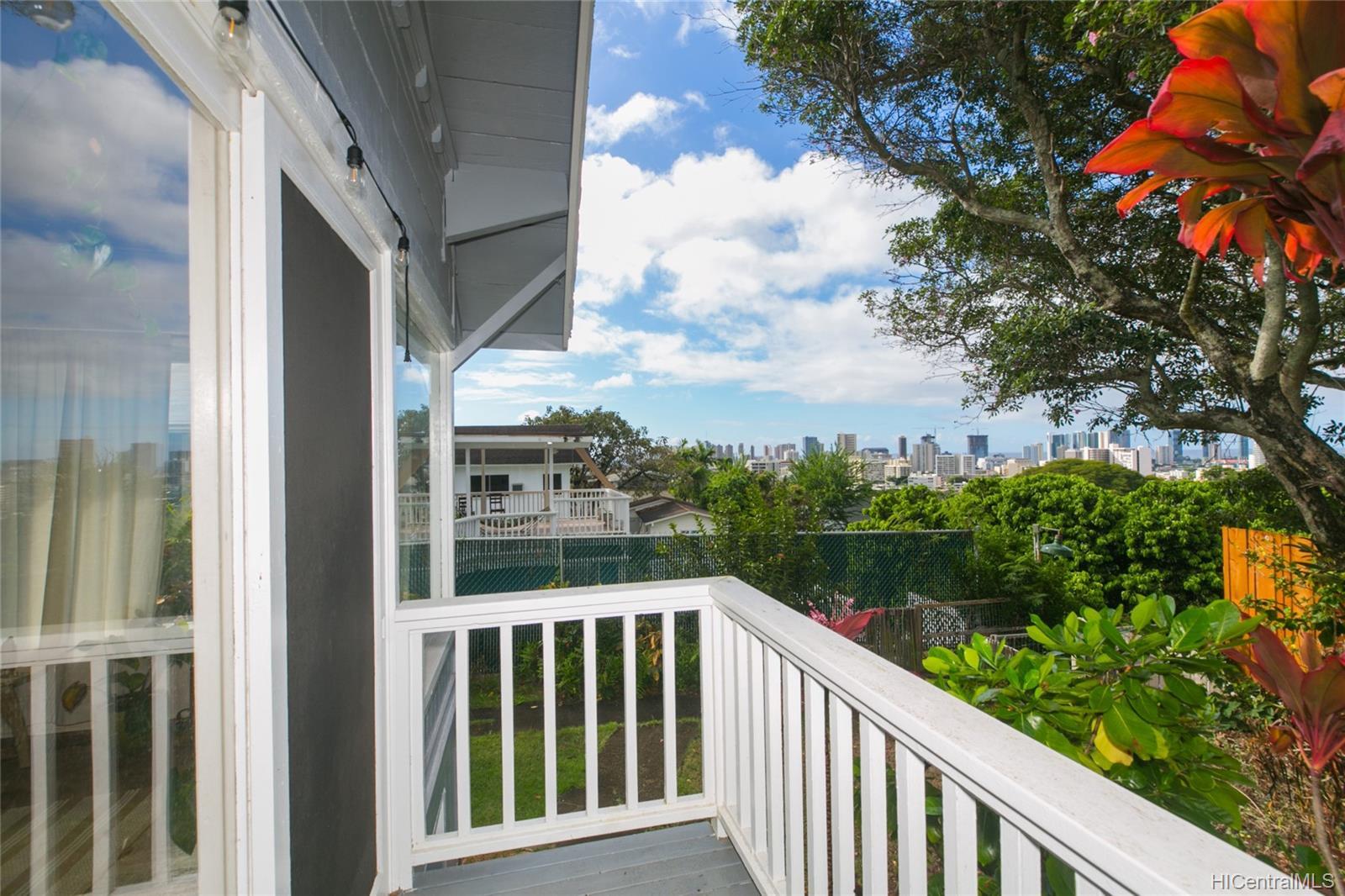 2015C  Round Top Drive Makiki Heights, Honolulu home - photo 12 of 15