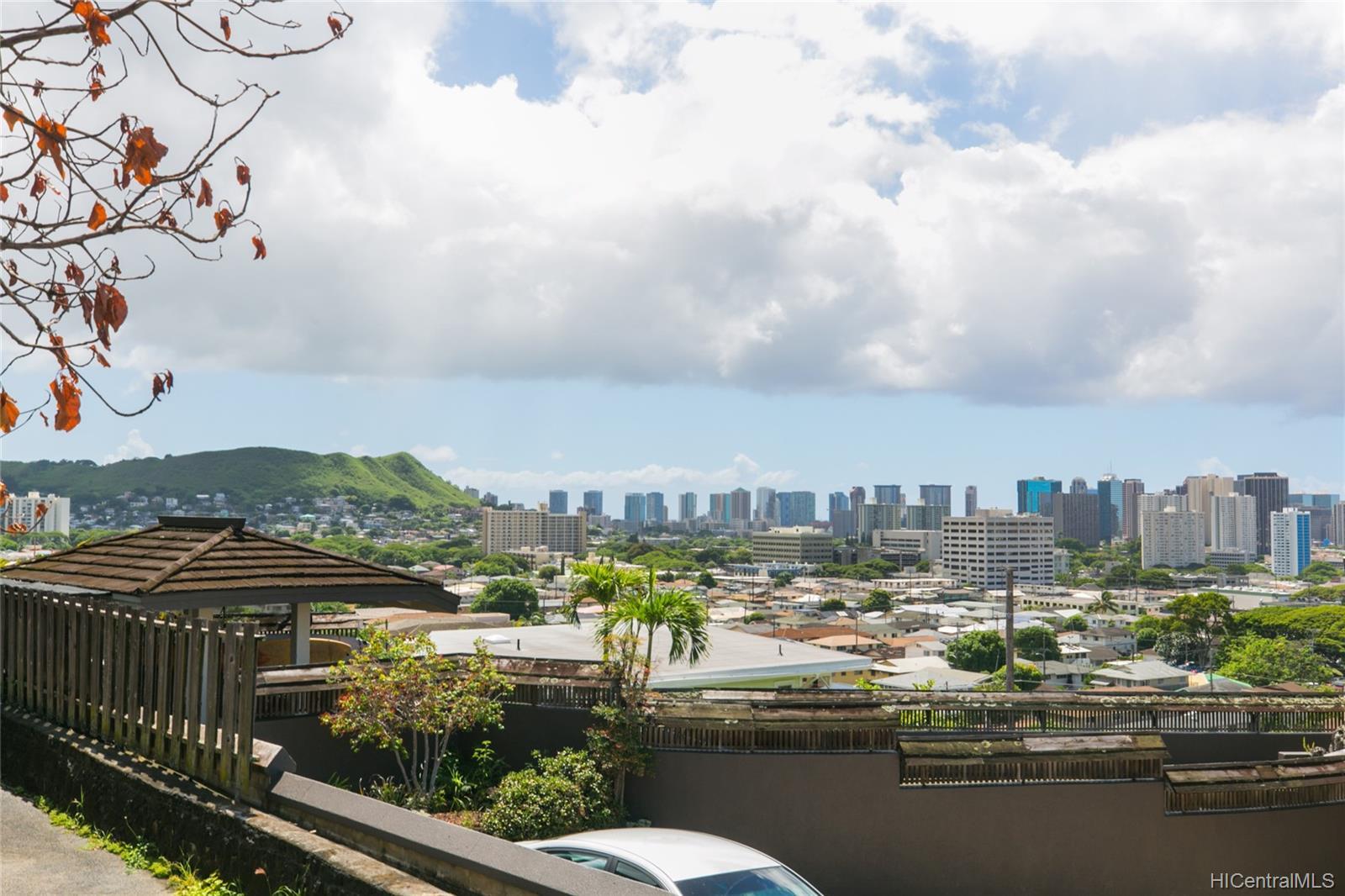 2017  Iholena Street Alewa Heights, Honolulu home - photo 4 of 17
