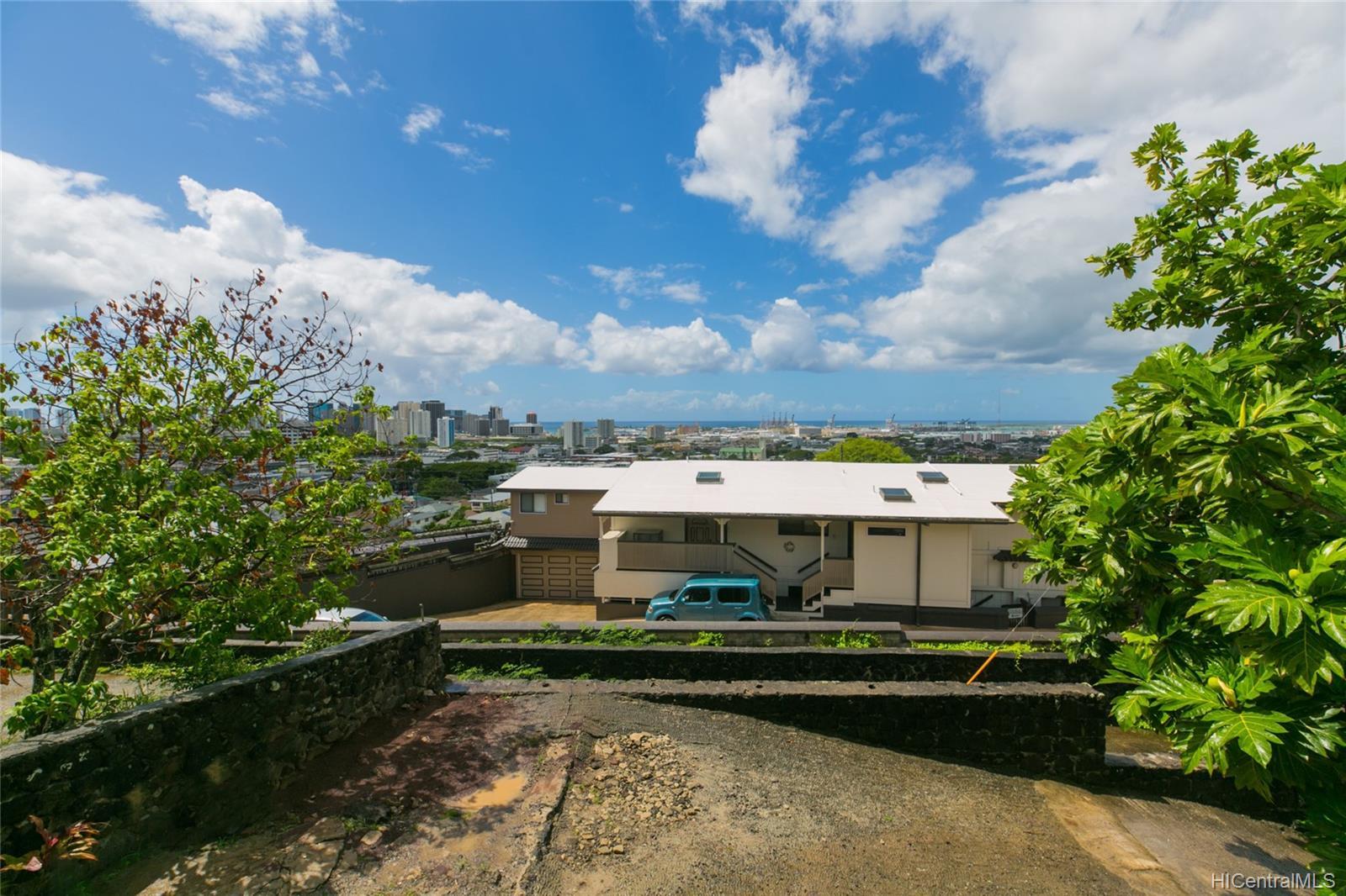 2017  Iholena Street Alewa Heights, Honolulu home - photo 5 of 17