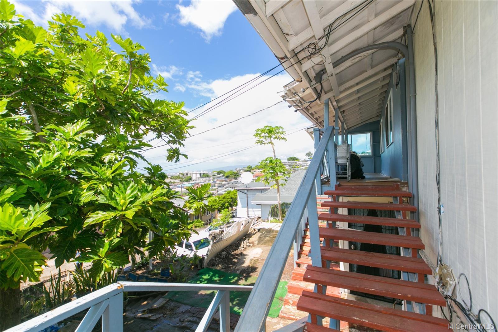 2017  Iholena Street Alewa Heights, Honolulu home - photo 6 of 17