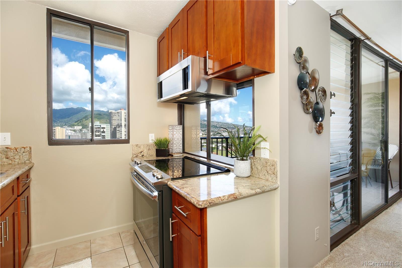 2121 Ala Wai Blvd Honolulu - Rental - photo 4 of 16
