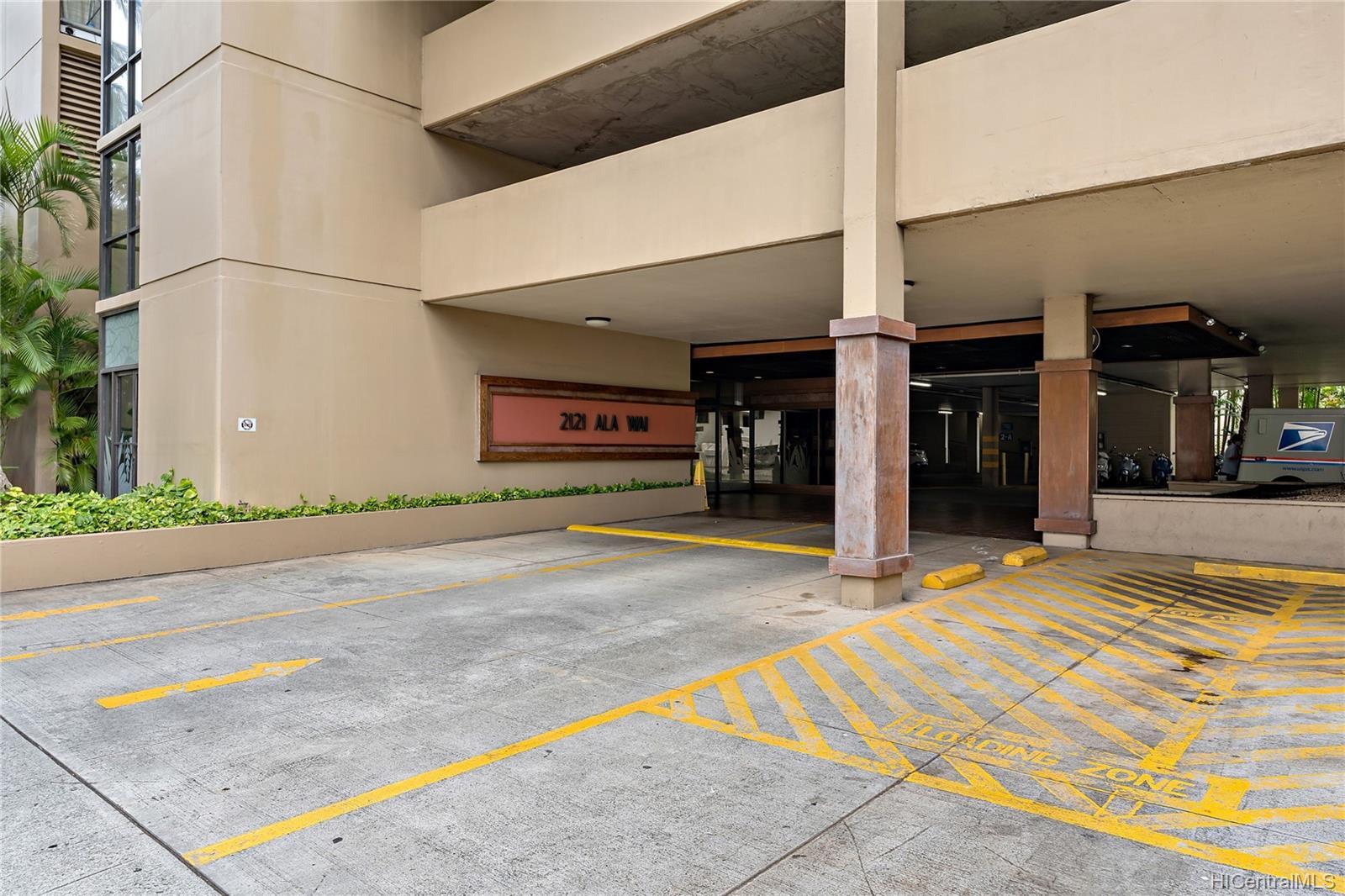 2121 Ala Wai condo # 3703, Honolulu, Hawaii - photo 21 of 25