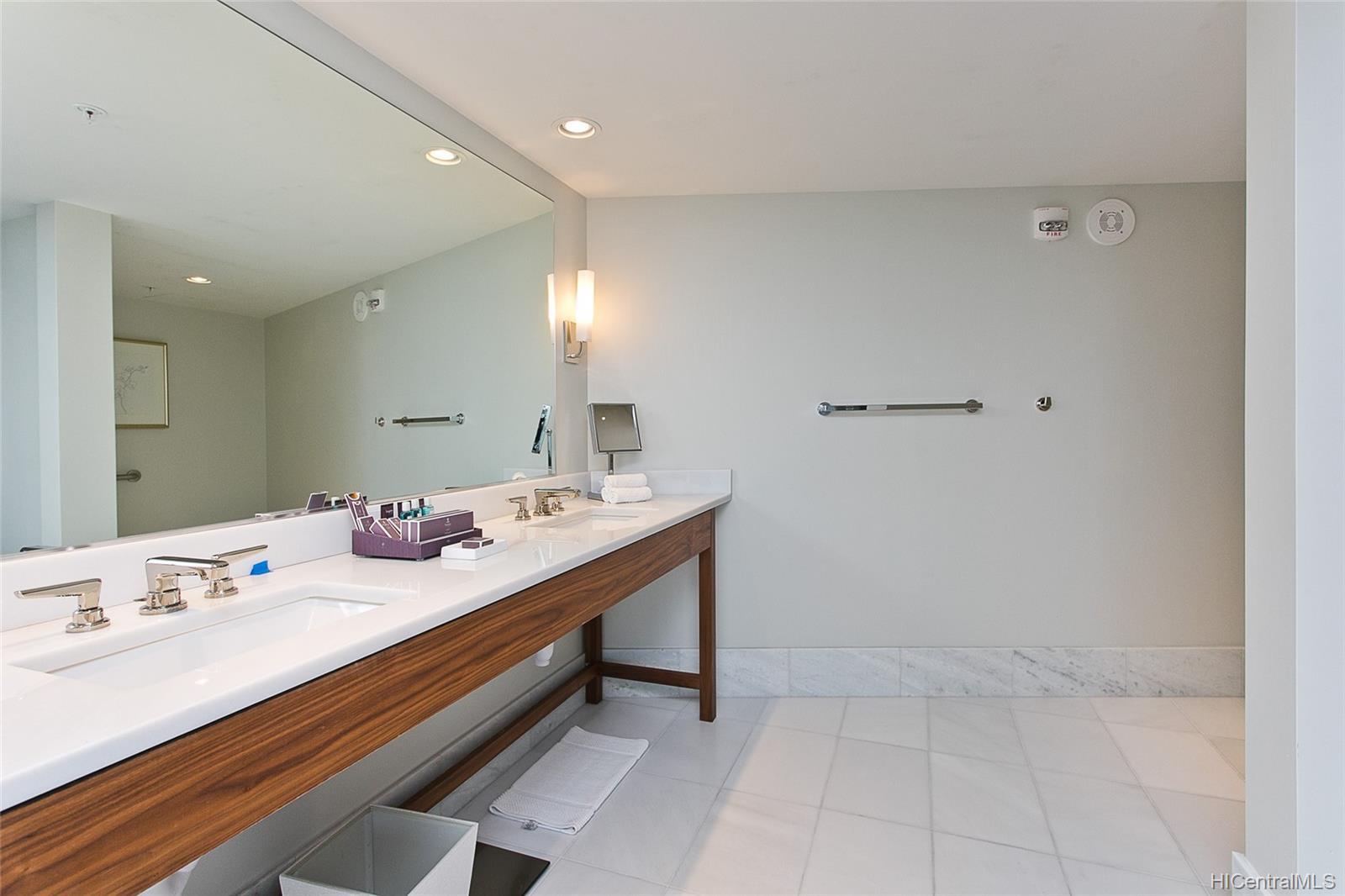 The Ritz-Carlton Residences condo # 2805, Honolulu, Hawaii - photo 12 of 13