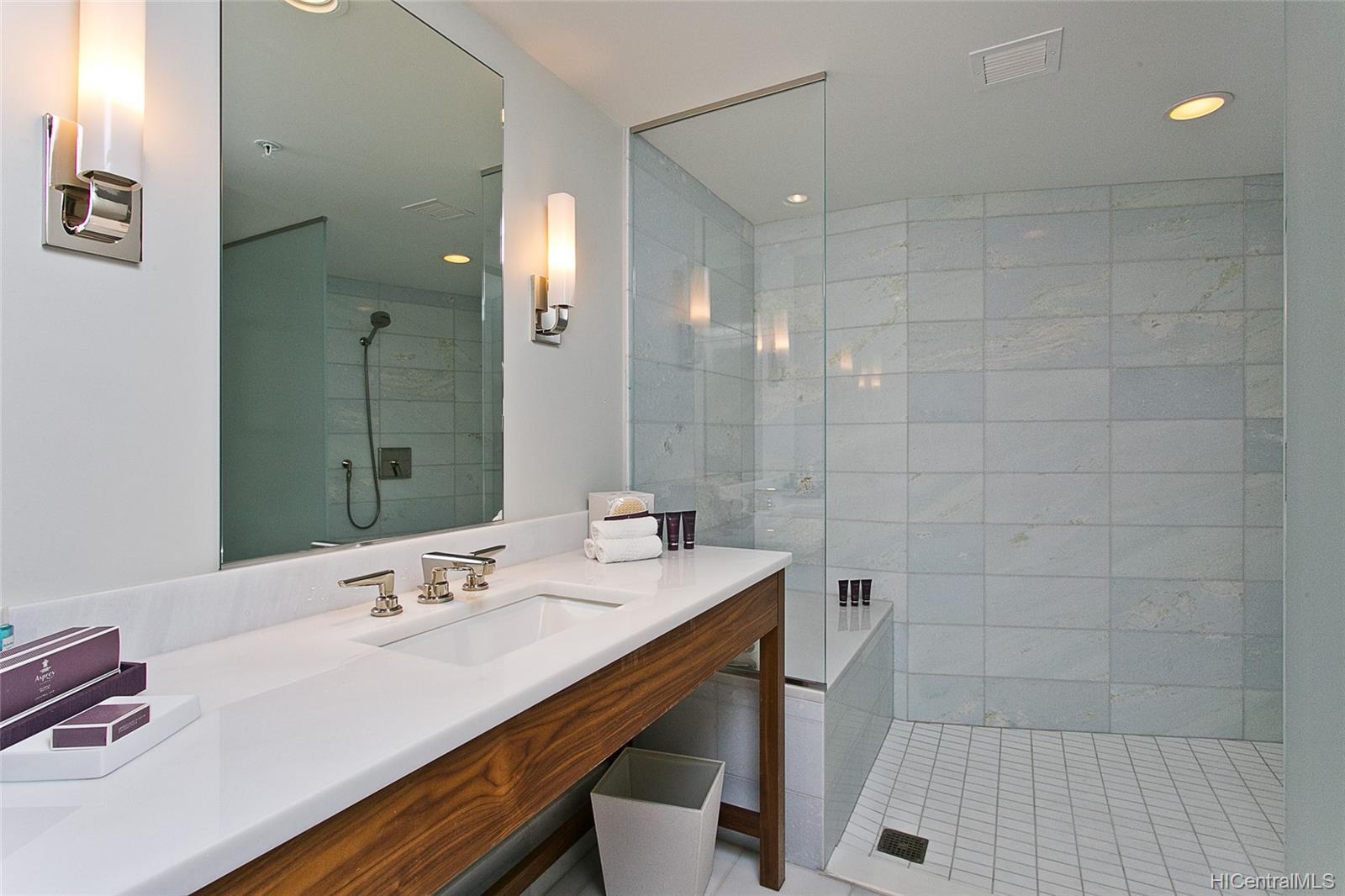 The Ritz-Carlton Residences condo # 2805, Honolulu, Hawaii - photo 9 of 13