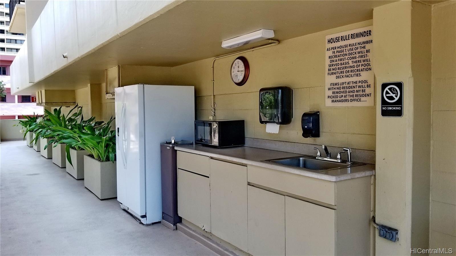 2140 Kuhio Ave Honolulu - Rental - photo 21 of 23