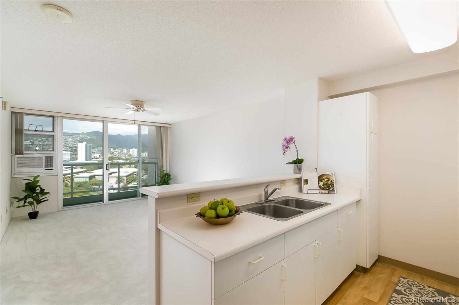 215 North King St condo # 1104, Honolulu, Hawaii - photo 1 of 18