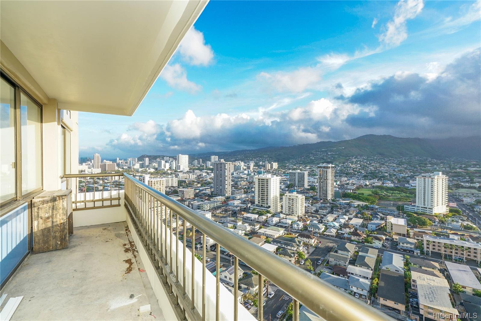 Marco Polo Apts condo # 2701, Honolulu, Hawaii - photo 13 of 25