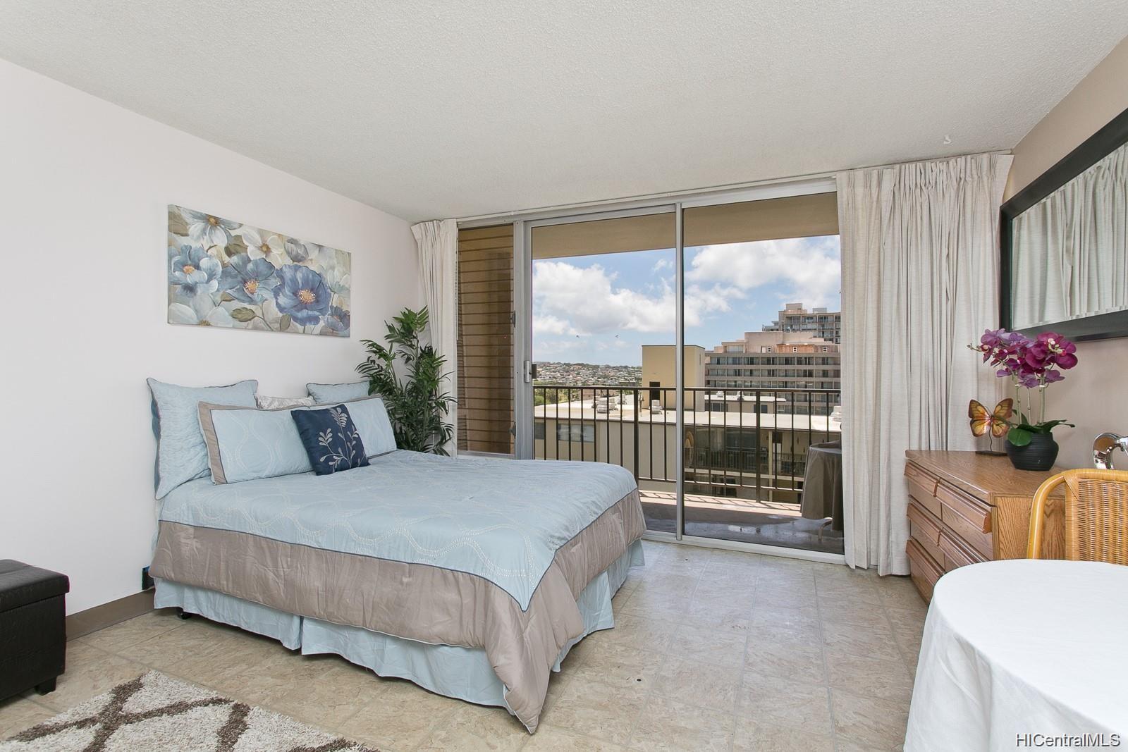 Fairway Villa condo # 1415, Honolulu, Hawaii - photo 2 of 11