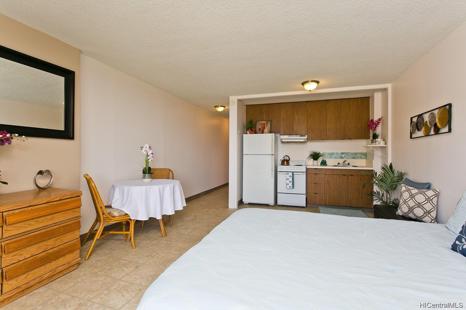 Fairway Villa condo # 1415, Honolulu, Hawaii - photo 5 of 11