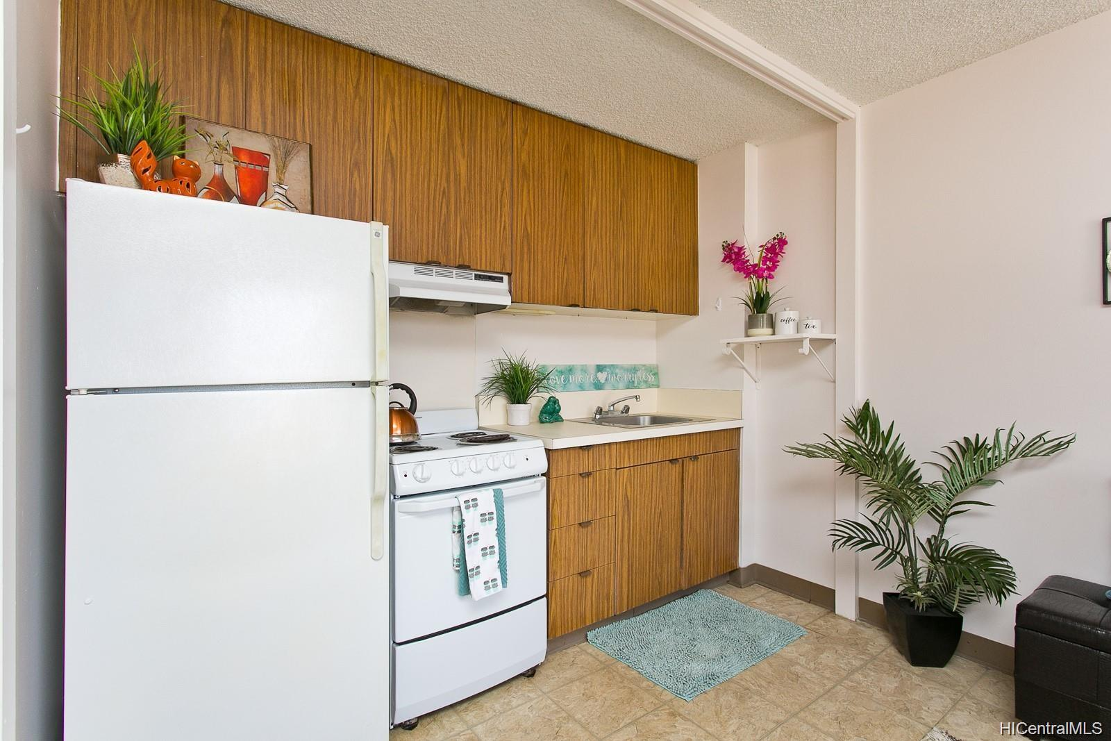 Fairway Villa condo # 1415, Honolulu, Hawaii - photo 7 of 11