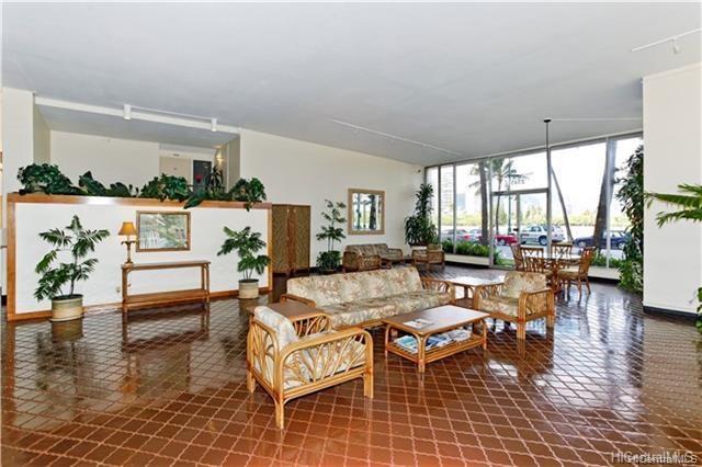 Fairway Villa condo # 908, Honolulu, Hawaii - photo 2 of 17