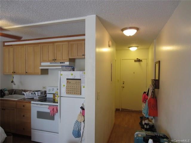 Fairway Villa condo # 908, Honolulu, Hawaii - photo 7 of 17