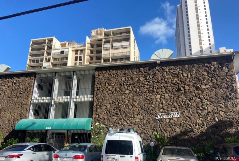 Kon Tiki Hotel Annex condo # 327, Honolulu, Hawaii - photo 1 of 9
