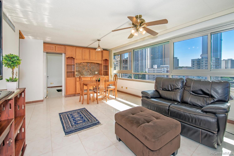 Fairway Manor condo # 803, Honolulu, Hawaii - photo 1 of 22