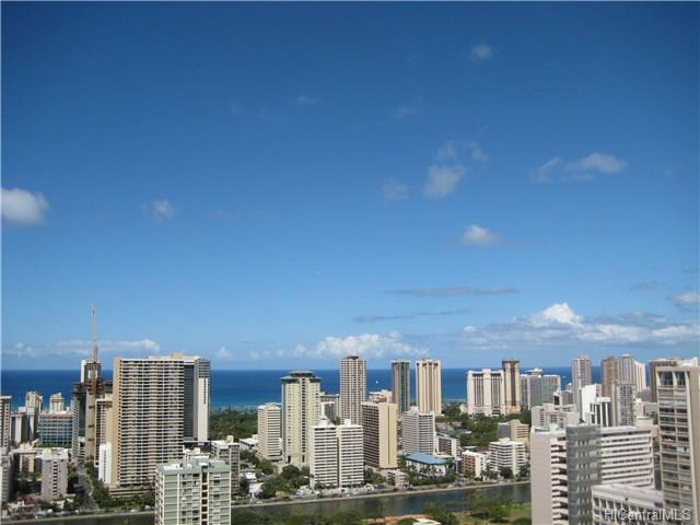Iolani Court Plaza condo #3906, Honolulu, Hawaii - photo 1 of 8