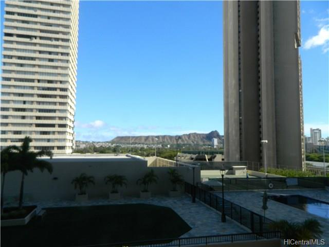 Iolani Court Plaza condo # 705, Honolulu, Hawaii - photo 3 of 7