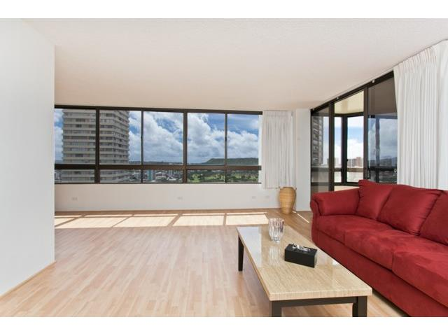 Iolani Court Plaza condo #2509, Honolulu, Hawaii - photo 1 of 11