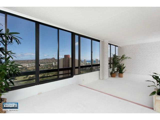 Iolani Court Plaza condo #PH3903, Honolulu, Hawaii - photo 1 of 20