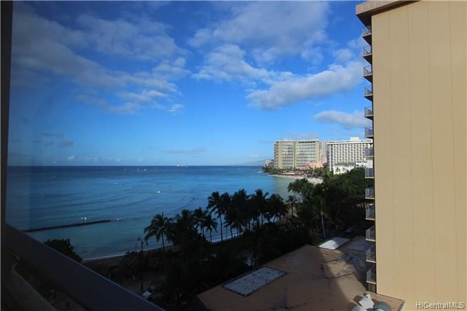 Foster Tower condo #903, Honolulu, Hawaii - photo 1 of 8