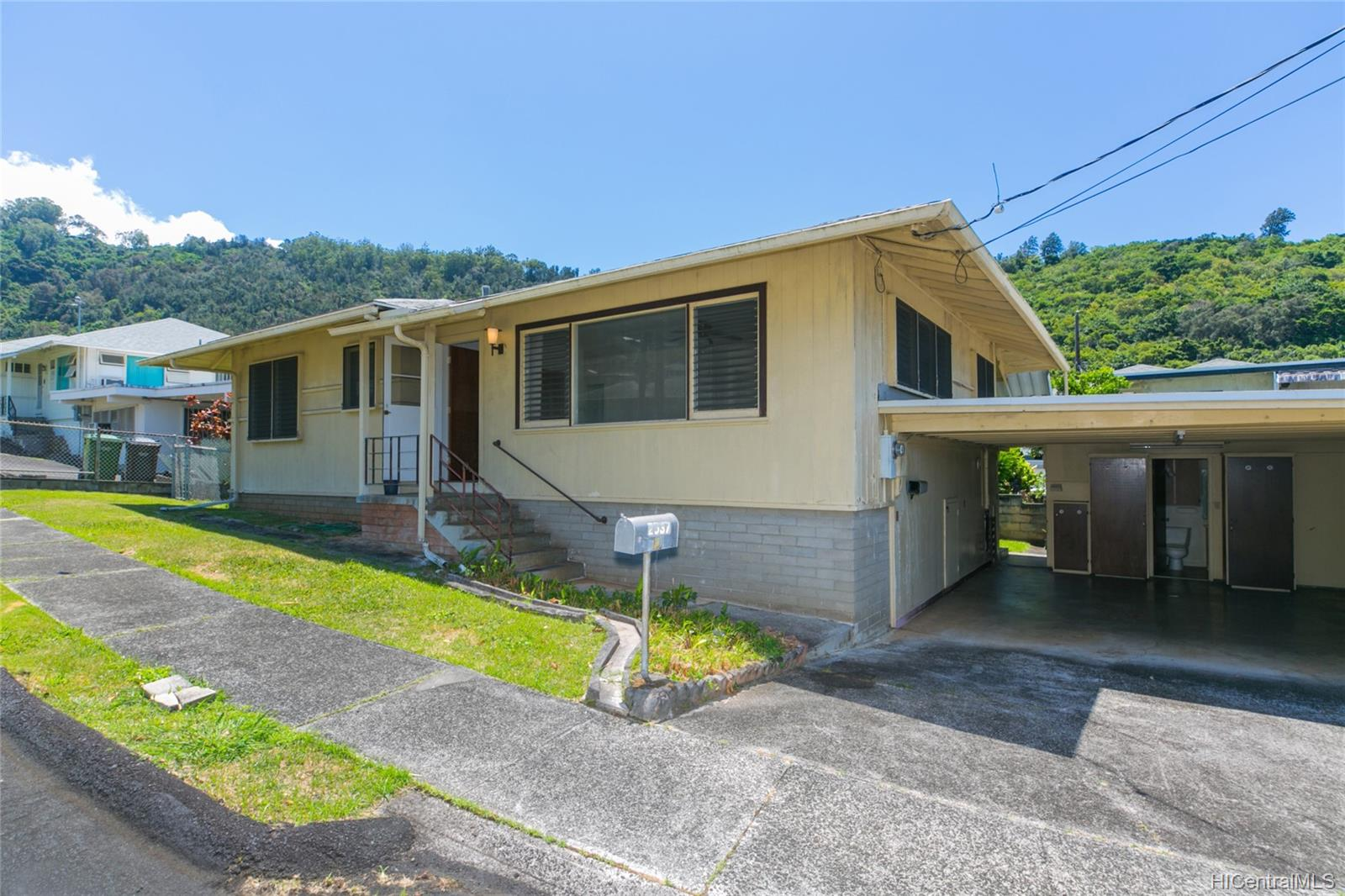 2537  Ahekolo Street Pauoa Valley, Honolulu home - photo 2 of 21