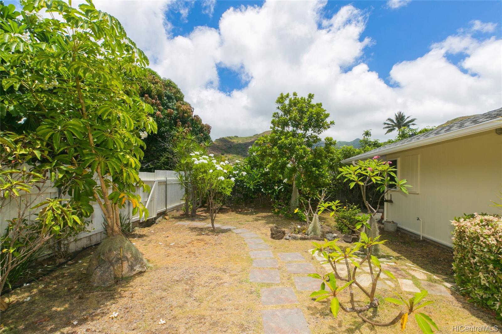 262  Panio Street Niu Valley, Diamond Head home - photo 22 of 25