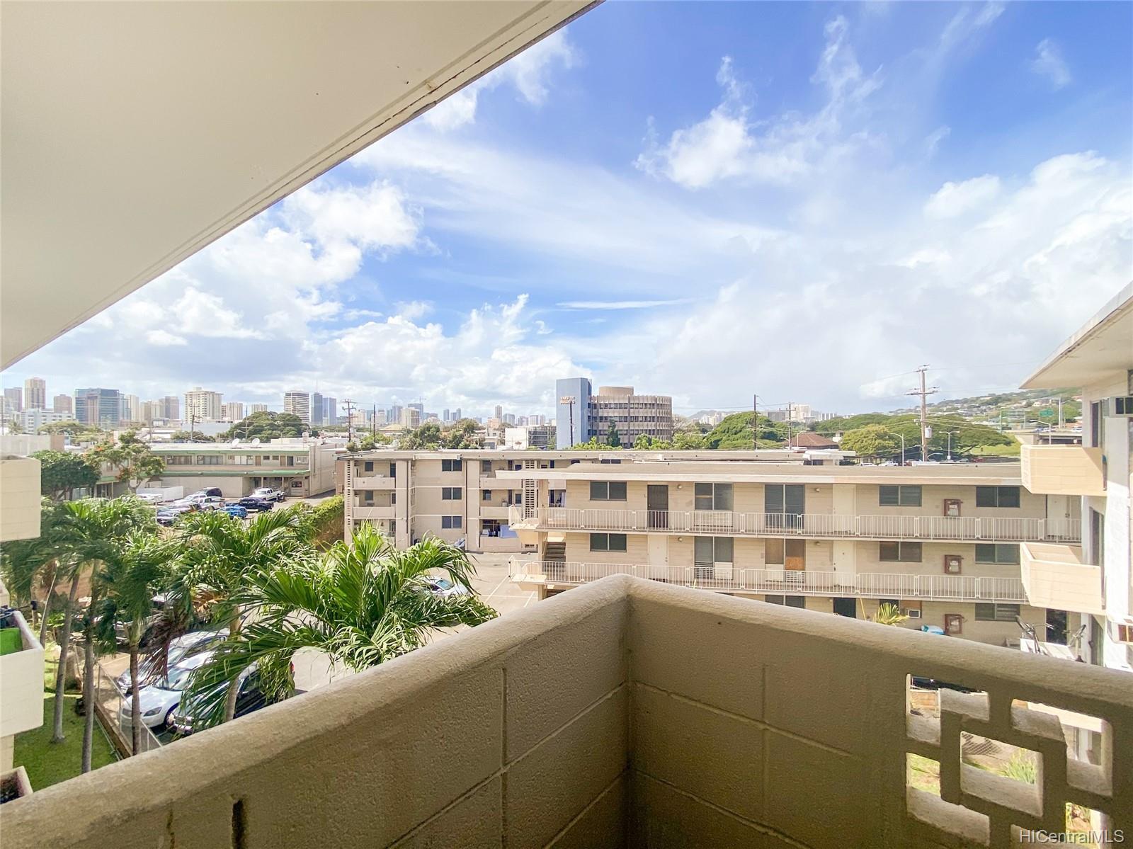Varsity Villa condo # 404, Honolulu, Hawaii - photo 2 of 18