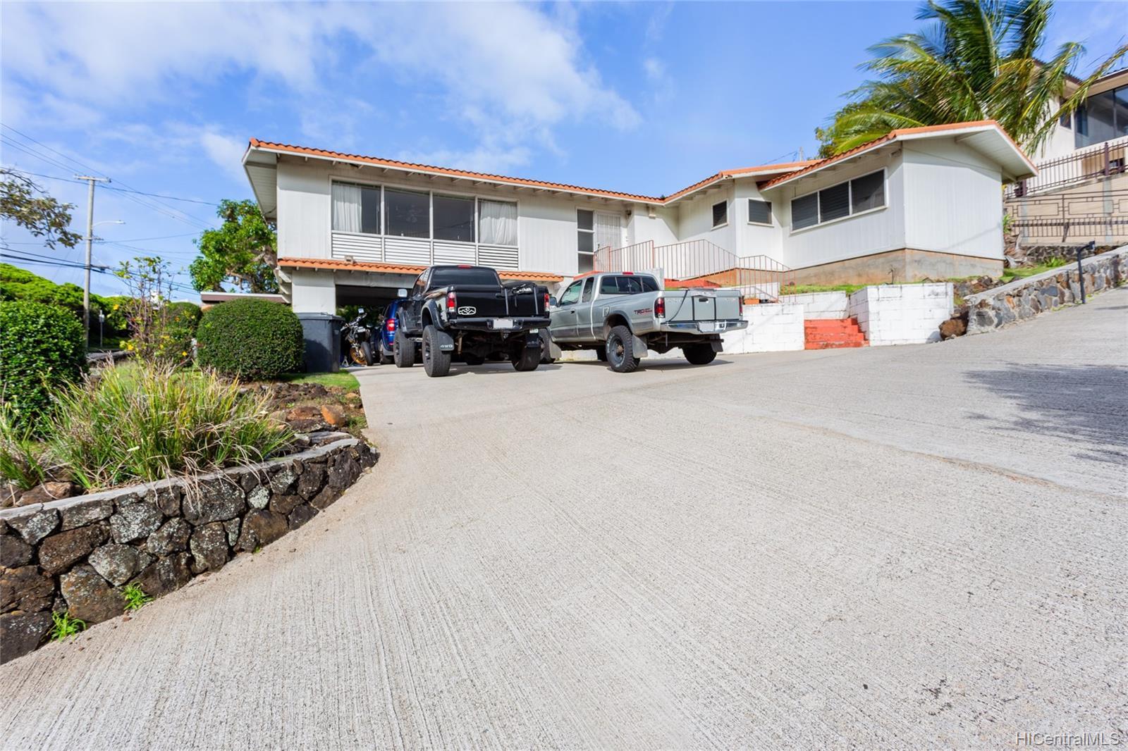 2666  Manoa Road Manoa Area, Honolulu home - photo 2 of 11