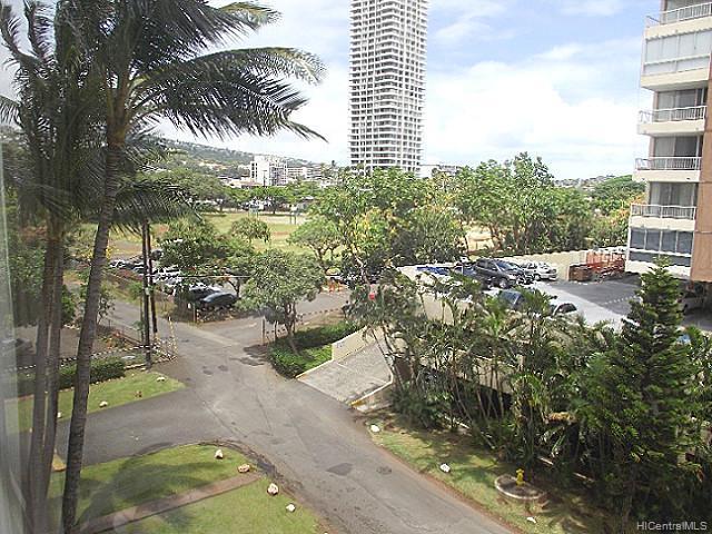Kings Gate condo # 605, Honolulu, Hawaii - photo 4 of 5