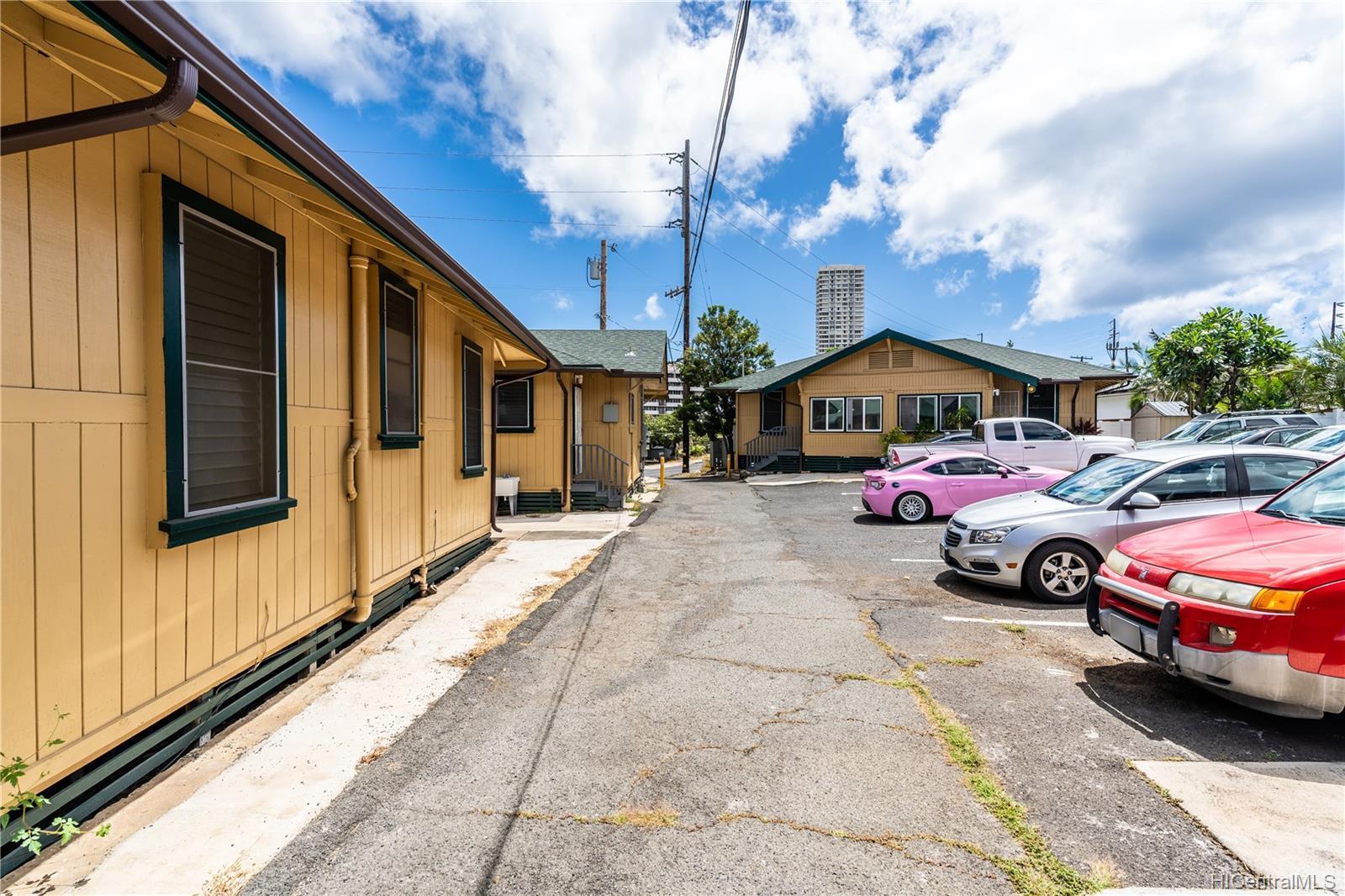 2816 Waialae Ave Honolulu - Multi-family - photo 5 of 21