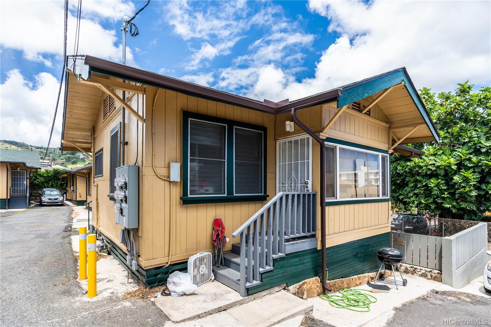 2816 Waialae Ave Honolulu - Multi-family - photo 6 of 21