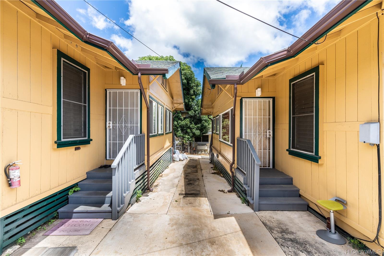 2816 Waialae Ave Honolulu - Multi-family - photo 9 of 21