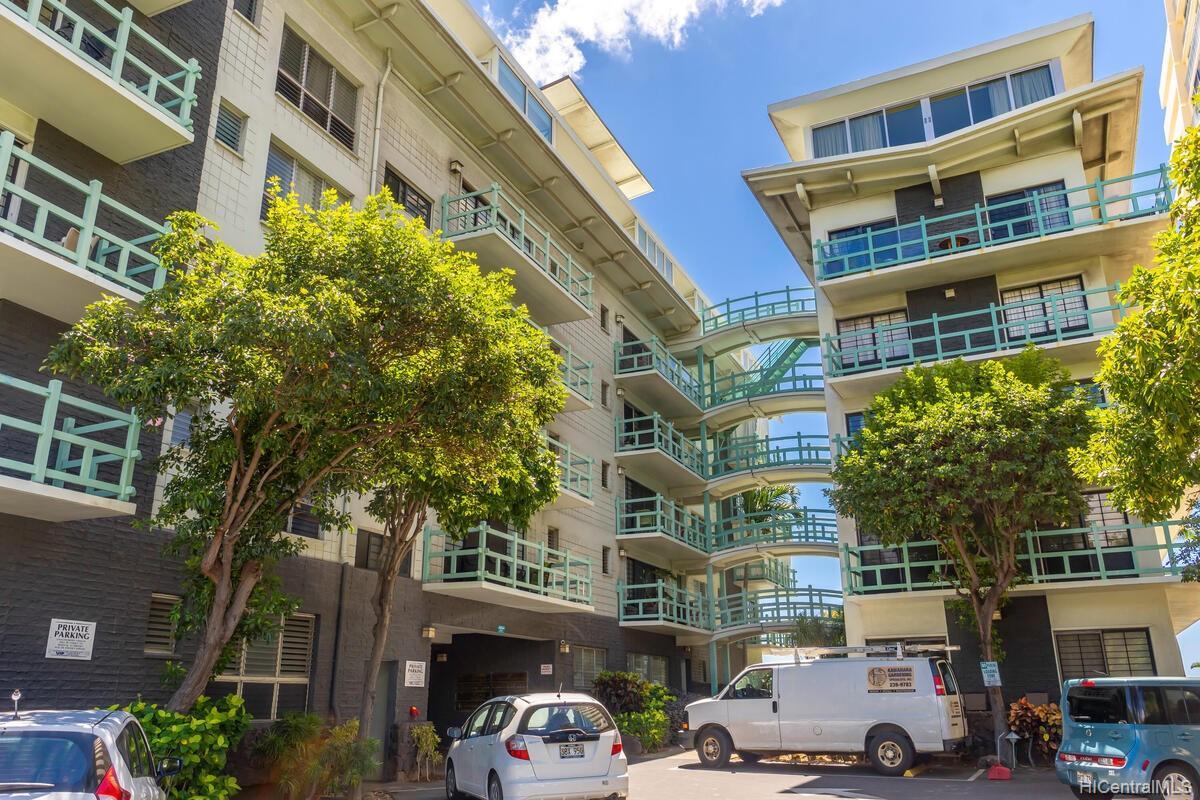 2957 Kalakaua Ave Honolulu - Rental - photo 23 of 25