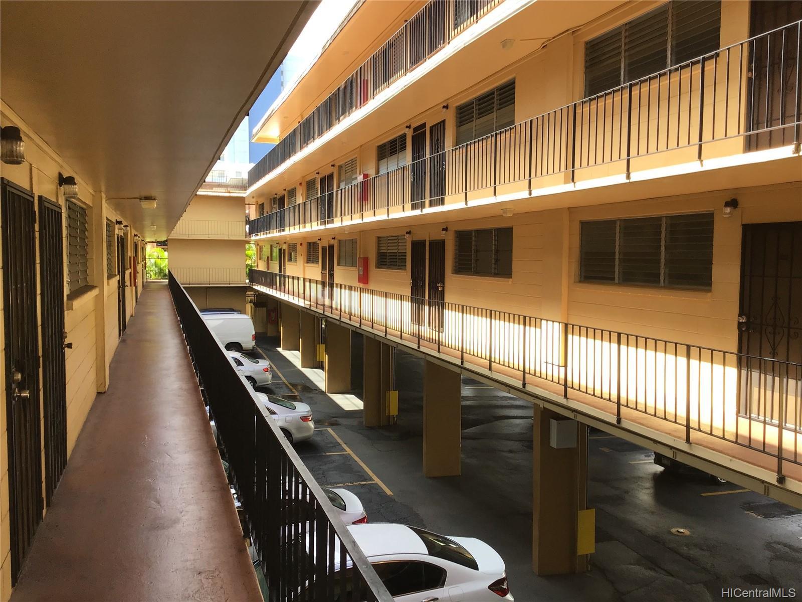 Hillside Villa condo # 204, Honolulu, Hawaii - photo 2 of 13